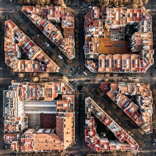 Overhead photo of Barcelona city block